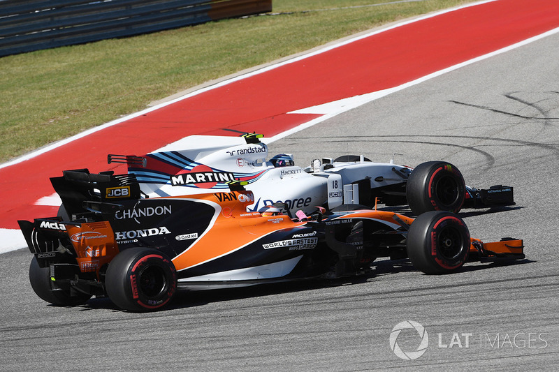 Stoffel Vandoorne, McLaren MCL32 y Lance Stroll, Williams FW40 battle