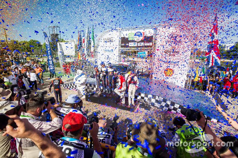 Podio: i vincitori Sébastien Ogier, Julien Ingrassia, M-Sport Ford WRT Ford Fiesta WRC, al secondo posto Dani Sordo, Carlos Del Barrio, Hyundai Motorsport Hyundai i20 Coupe WRC, al terzo posto Kris Meeke, Paul Nagle, Citroën World Rally Team Citroën C3 WRC