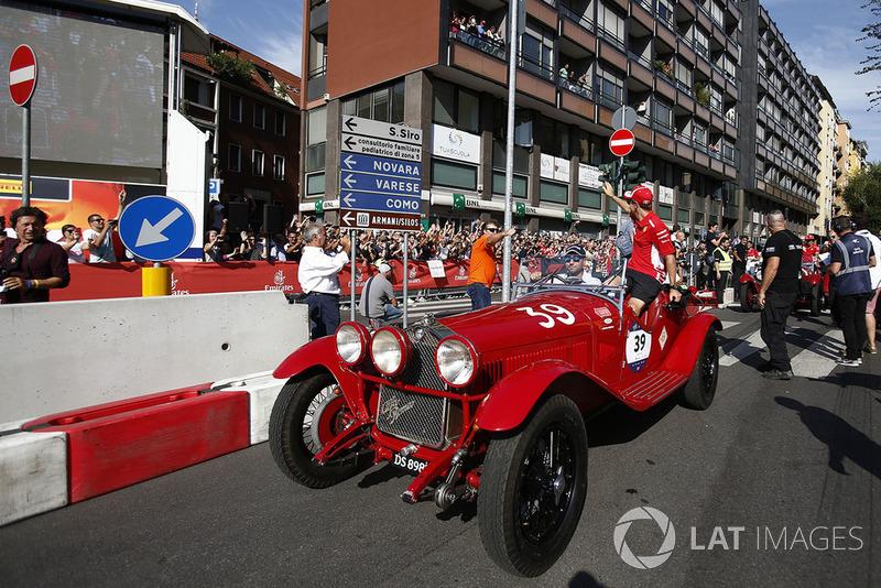 Sebastian Vettel, Ferrari, su un'Alfa Romeo Storica