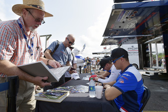 #66 Chip Ganassi Racing Ford GT, GTLM - Dirk M¸ller, Joey Hand signs autographs for fans