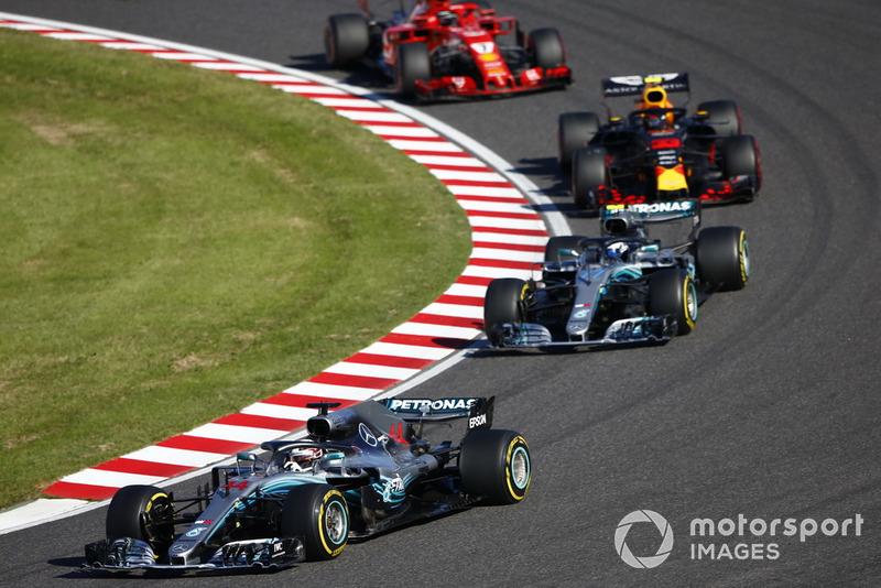 Lewis Hamilton, Mercedes AMG F1 W09, leads Valtteri Bottas, Mercedes AMG F1 W09 and Sebastian Vettel, Ferrari SF71H