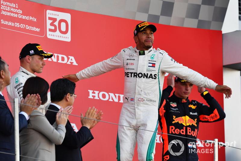 Pemenang balapan, Lewis Hamilton, Mercedes AMG F1, di podium