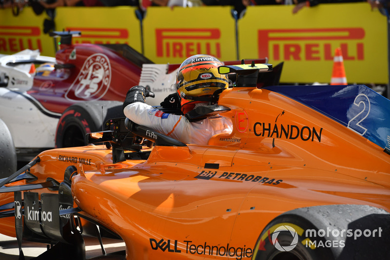 Stoffel Vandoorne, McLaren dans le parc fermé
