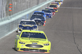 Ryan Blaney, Team Penske, Ford Fusion Menards/Richmond, Chase Elliott, Hendrick Motorsports, Chevrolet Camaro NAPA Auto Parts