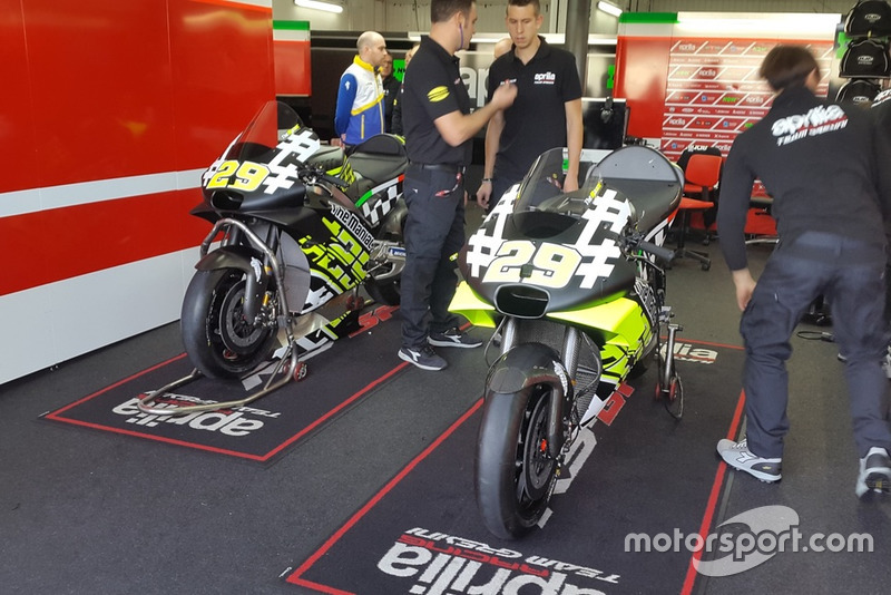 Bike of Andrea Iannone, Aprilia Racing Team Gresini