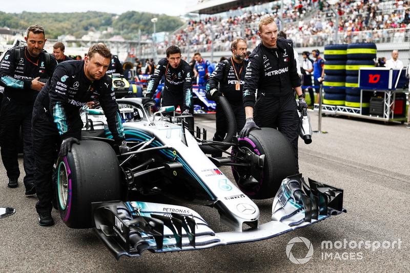Valtteri Bottas, Mercedes AMG F1 W09, rueda sobre la parrilla