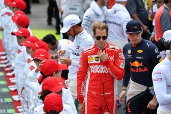Sebastian Vettel, Ferrari e Max Verstappen, Red Bull Racing, in griglia di partenza