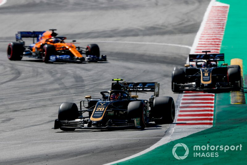 Kevin Magnussen, Haas F1 Team VF-19, leads Romain Grosjean, Haas F1 Team VF-19, and Carlos Sainz Jr., McLaren MCL34
