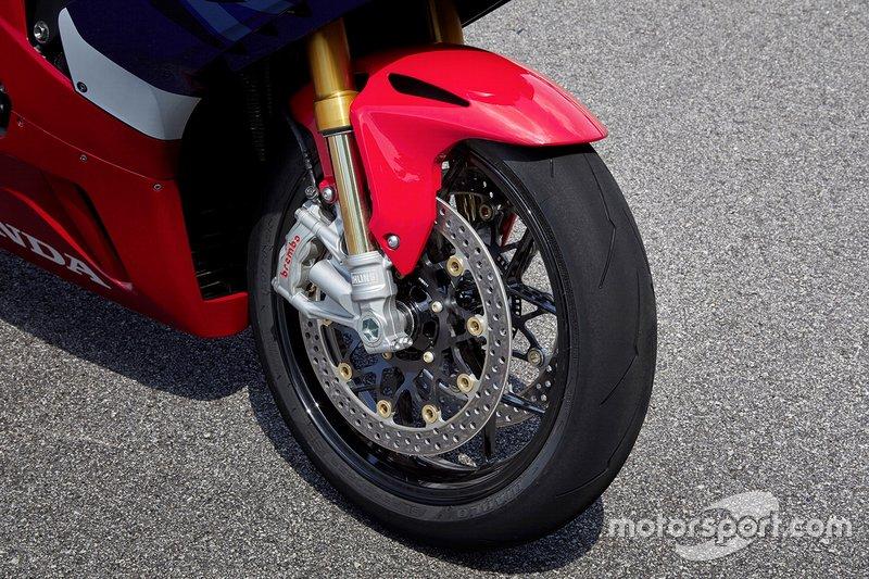Honda CBR1000RR-R svelata