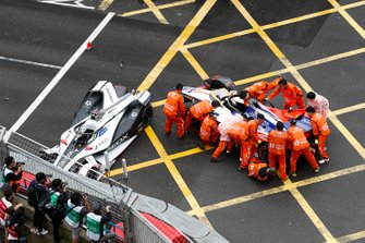 Marshals work to move the car of Pascal Wehrlein, Mahindra Racing, M5 Electro from the track