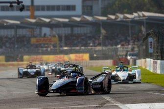 Sam Bird, Envision Virgin Racing, Audi e-tron FE05 Tom Dillmann, NIO Formula E Team, NIO Sport 004, both in attack mode
