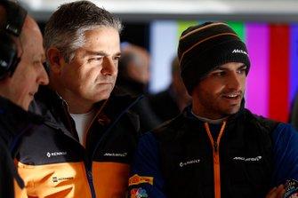 Gil De Ferran, McLaren Sporting Director and Carlos Sainz Jr., McLaren