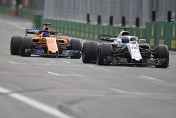 Sergey Sirotkin, Williams FW41 and Fernando Alonso, McLaren MCL33