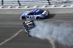 Jamie McMurray, Chip Ganassi Racing Chevrolet Camaro, Spins in turn 4
