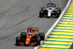 Fernando Alonso, McLaren MCL32, Felipe Massa, Williams FW40