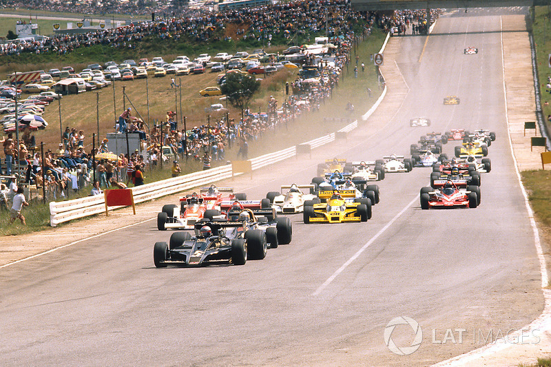 Mario Andretti, Lotus 78 Ford, Jody Scheckter, Wolf WR1 Ford, Niki Lauda, Brabham BT46 Alfa Romeo y James Hunt, McLaren M26 Ford