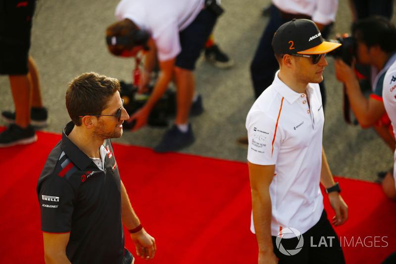 Stoffel Vandoorne, McLaren, Romain Grosjean, Haas F1 Team