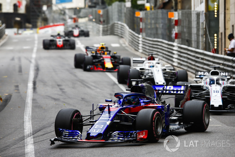 Brendon Hartley, Toro Rosso STR13, leads Lance Stroll, Williams FW41, Marcus Ericsson, Sauber C37, and Max Verstappen, Red Bull Racing RB14