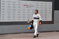 Race retiree Fernando Alonso, McLaren walks in