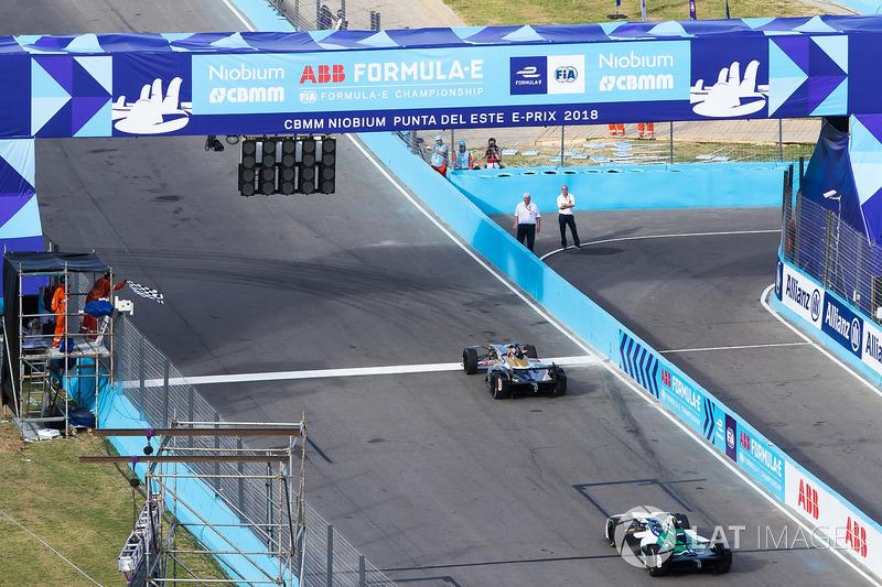 Jean-Eric Vergne, Techeetah. takes the chequered flag ahead of Lucas di Grassi, Audi Sport ABT Schae