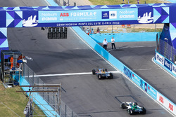 Jean-Eric Vergne, Techeetah. takes the chequered flag ahead of Lucas di Grassi, Audi Sport ABT Schae