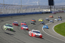 Brad Keselowski, Team Penske, Ford Fusion Wurth e Kyle Busch, Joe Gibbs Racing, Toyota Camry Interstate Batteries