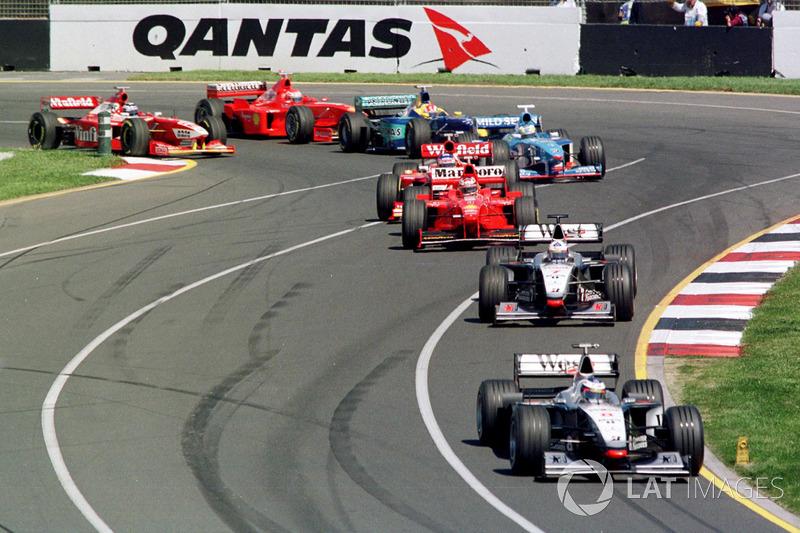 Сезон-1998 McLaren начали сезон безоговорочными лидерами. Эдриан Ньюи лучше всех разобрался в новом регламенте и построил фантастически быструю машину. На Гран При Австралии Мика Хаккинен и Дэвид Култхард выступали словно в другой лиге