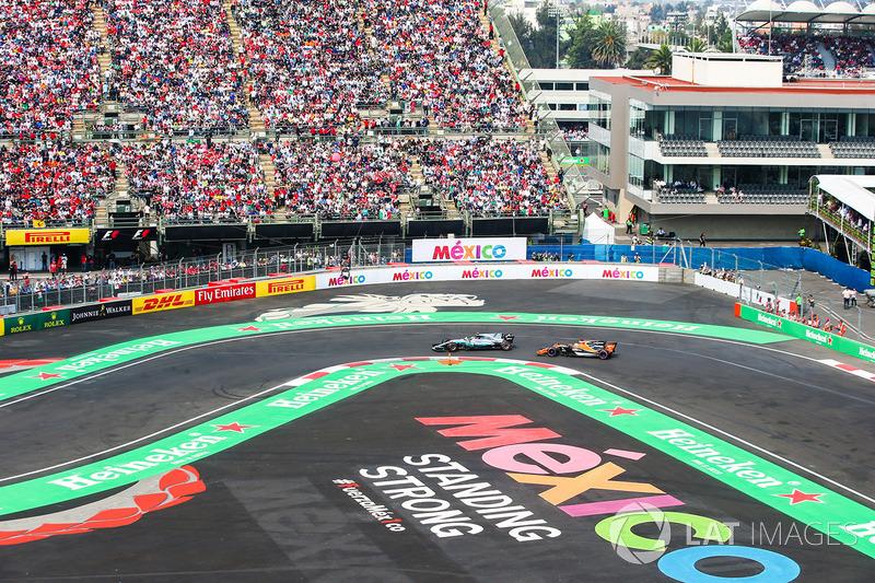Valtteri Bottas, Mercedes AMG F1 W08, Fernando Alonso, McLaren MCL32