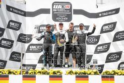 Podio: ganador de la carrera Thed Björk, YMR Hyundai i30 N TCR, segundo lugar Frédéric Vervisch, Audi Sport Team Comtoyou Audi RS 3 LMS, tercer puesto Yvan Muller, YMR Hyundai i30 N TCR