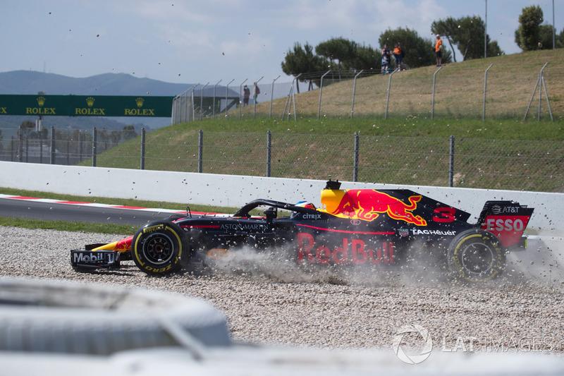 Daniel Ricciardo, Red Bull Racing RB14  choca en la PL1