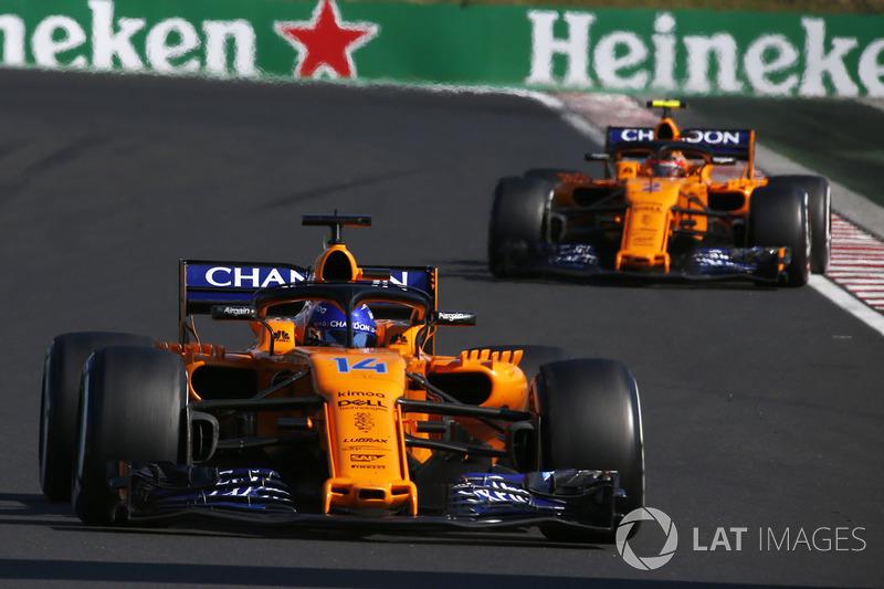 Fernando Alonso, McLaren MCL33 y Stoffel Vandoorne, McLaren MCL33