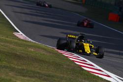 Nico Hulkenberg, Renault Sport F1 Team R.S. 18, Sebastian Vettel, Ferrari SF71H