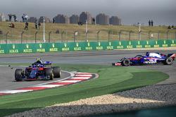 Contatto tra Pierre Gasly, Scuderia Toro Rosso STR13 e Brendon Hartley, Scuderia Toro Rosso STR13