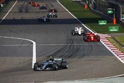 Valtteri Bottas, Mercedes AMG F1 W09, Sebastian Vettel, Ferrari SF71H, Charles Leclerc, Sauber C37 Ferrari, Marcus Ericsson, Sauber C37 Ferrari, et Lewis Hamilton, Mercedes AMG F1 W09
