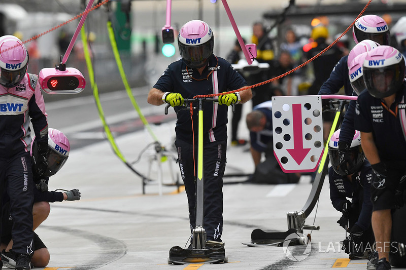 Force India pit stop practice