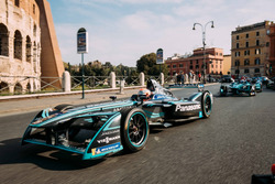 Nelson Piquet Jr., Jaguar Racing leads Luca Filippi, NIO Formula E Team