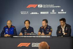 Керівник Scuderia Toro Rosso Франц Тост, технічний директор Honda F1 Тойохару Танабе, керівник Red Bull Racing Крістіан Хорнер, керівник Mercedes AMG F1 Тото Вольфф