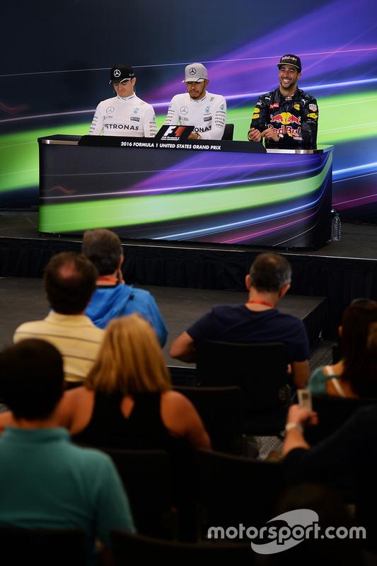 Nico Rosberg, Mercedes AMG F1, deuxième; Lewis Hamilton, Mercedes AMG F1, vainqueur; Daniel Ricciardo, Red Bull Racing, troisième.