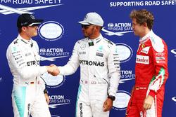 Calificación de los tres primero en parc ferme: segundo lugar de Nico Rosberg, Mercedes AMG F1; gana