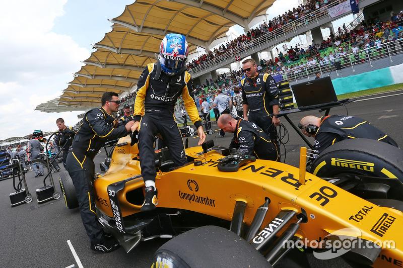 Jolyon Palmer, Renault Sport F1 Team RS16 on the grid