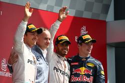 Podium: Sieger Lewis Hamilton, Mercedes AMG F1 W07; 2. Nico Rosberg, Mercedes AMG Petronas F1 W07 und 3. Max Verstappen, Red Bull Racing