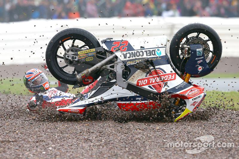 Crash: Sam Lowes, Federal Oil Gresini Moto2