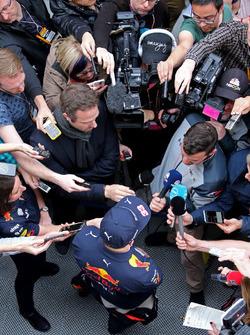 Max Verstappen, Red Bull Racing avec les médias
