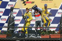 Подиум: победитель Макото Тамада, Honda, второе место - Макс Бьяджи, Honda, третье место - Ники Хейден, Repsol Honda Team
