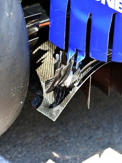 Sauber C36 achtervleugel detail