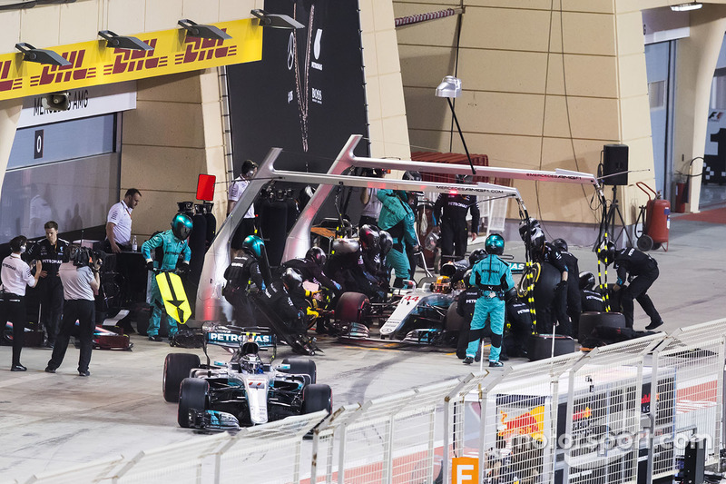 Valtteri Bottas, Mercedes AMG F1 W08, and Lewis Hamilton, Mercedes AMG F1 W0