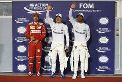 Ganador de la pole Valtteri Bottas, Mercedes AMG, segundo Lewis Hamilton, Mercedes AMG, y tercero Sebastian Vettel, Ferrari