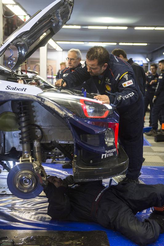 Mechaniker von Hyundai Motorsport