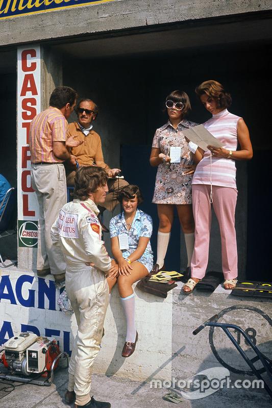 Jochen Rindt, Lotus 72C-Ford et Colin Chapman, Hazel Chapman et leurs deux filles