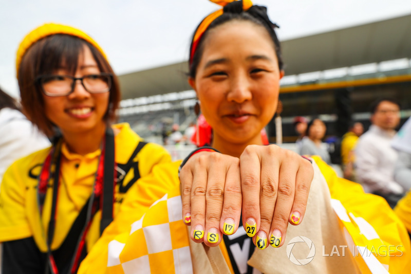 Renault Sport F1 Team fans, painted nails